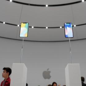 iPhone X ще донесе на Samsung повече приходи от Galaxy S8