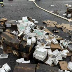 В Китай камион с огромна партида iPhone 11 се преобърна и се запали